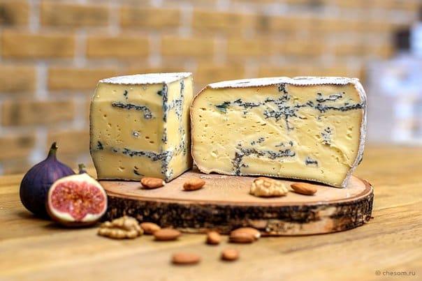 Сыр Эйчер блю с голубой плесенью