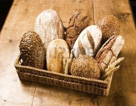 Свежевыпеченные хлеба/бородинский, ржаной, багет