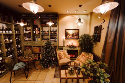 уютный зал в винотеке Classico