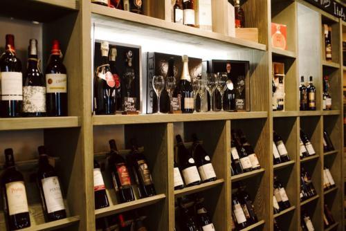Обновленный интерьер винотеки